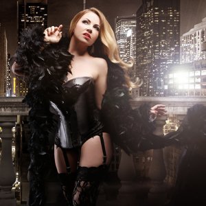 Veronica Blacklace caberet singer c